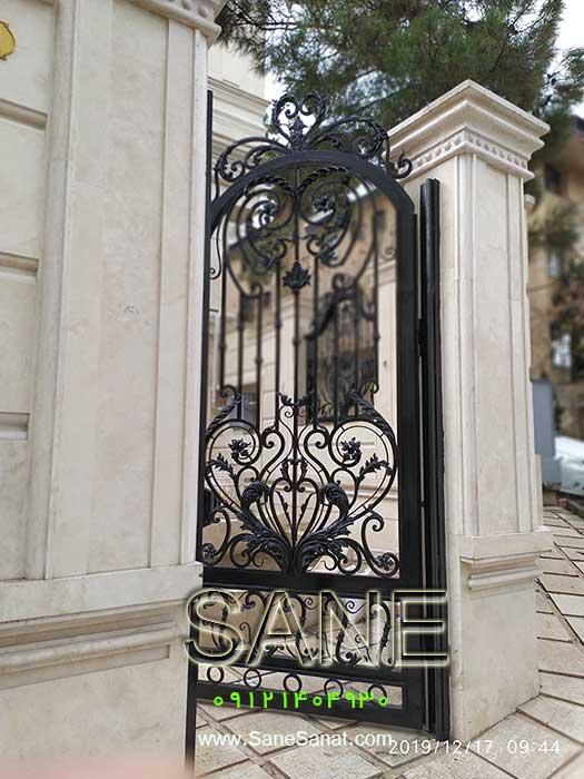 درب زیبا و لوکس برای درب حیاط و پارکینگ ساختمان برای خانه شمالی یا جنوبی در صنایع فلزی صانع