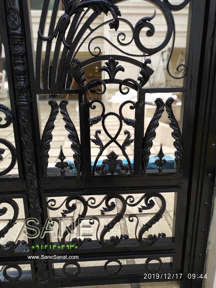 درب زیبا و لوکس برای درب حیاط و پارکینگ ساختمان برای خانه شمالی یا جنوبی در صنایع فلزی صانع  09121404930